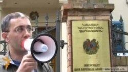 Բողոքի ակցիա Բեռլինի ՀՀ դեսպանատան առջեւ