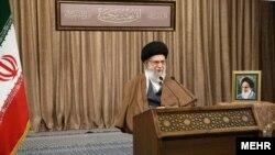 رهبر جمهوری اسلامی در بخش دیگری از سخنرانی امروز خود گفت فضای مجازی کشور «یک جورایی ول» است و خواستار مدیریت آن شد.