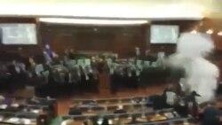 Kosovo parlamentində gözyaşardıcı qaz