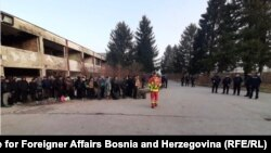 Транспорт на мигранти од босанскиот град Бихаќ до кампот Липа.