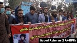 په ډېره اسماعیل خان کې فعالان په قبایلو کې د ځمکلاندې بمونو ضد مظاهره کوي - د ۲۰۲۱ز کال د فبرورۍ میاشتې انځور.