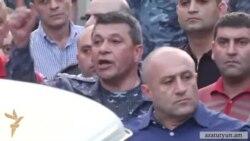 Yerevanda aksiyaçılar polisə tabe olmur