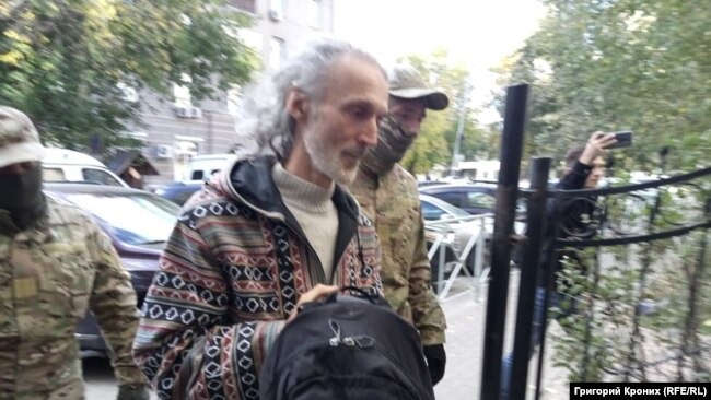 Вадима Редькина ведут к следователям
