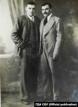 Олекса Губар (праворуч) ‒ один із керівників ОУН на Уманщині. ГДА СБУ, фонд 5, справа 68216-о, том 7
