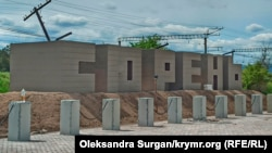 П'ять років поспіль: як будують меморіал у пам'ять про жертв депортації на станції Сюрень (фотогалерея)