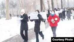 Зомбулукту токтотууга багытталган Бишкектеги жөө жүрүш.