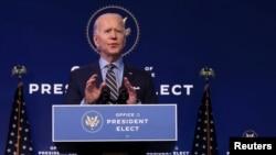 Избранный президент США Джо Байден выступает с замечаниями о национальной безопасности и внешней политике в своем переходном штабе в Уилмингтоне, штат Делавэр, США, 28 декабря 2020 года.