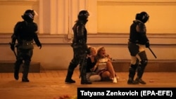 Беларуста үчүнчү түн катары менен нааразылык акциялары токтой элек.