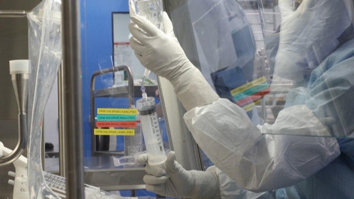 3 perc: benéztünk a kulisszák mögé, így készül a Pfizer-vakcina