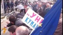 Судири меѓу стечајците и полицијата во Скопје