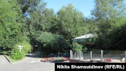 Безлюдные дорожки алматинского зоопарка.