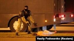 Газ, пули, кровь: ОМОН жестко разогнал протесты в Беларуси (фоторепортаж)