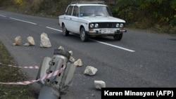 Rakéta maradványai Hegyi-Karabah Susa városában 2020. október 31-én.