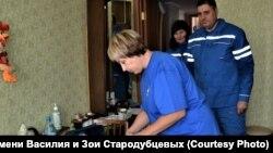 Волонтеры хосписа у пациента