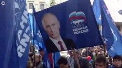 Parada u Simferopolju sa Putinom i Staljinom