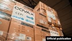 Партия шприцев и коробок для их утилизации в рамках программы COVAX. Кыргызстан. 19 апреля 2021 года.