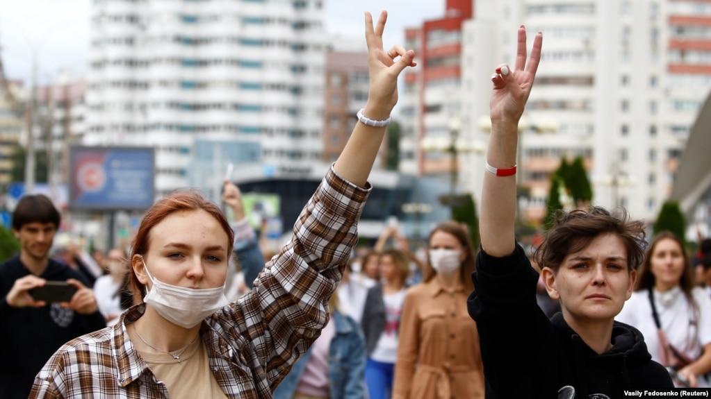 Женщины вышли на демонстрацию против насилия милиции в Беларуси. Минск 20 августа 2020 года