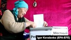 A woman casts her vote in the constitutional referendum in the village of Besh-Kungei, near Bishkek.