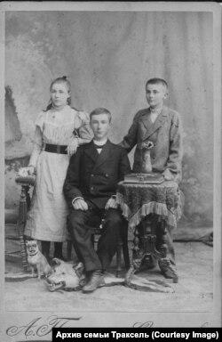 Вернер, Арнольд и Матильда Траксель