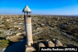 Imagine cu ruinele orașului Agdam de la granița regiunii Nagorno-Karabah, pe 24 noiembrie. Forțele armate azeri au reluat controlul asupra Agdam și alte două districte controlate anterior de Armenia în urma pactului semnat la 9 noiembrie care a oprit cel mai sângeros conflict din regiune după anii '90. (Azadliq Radiosu, RFE/RL)