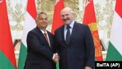 Belarusian President Alyaksandr Lukashenka (right) and Hungarian Prime Minister Viktor Orban pose for a photo during their meeting in Minsk on June 5.