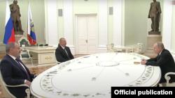 Președintele Federației Ruse, Vladimir Putin, prim-ministrul Armeniei, Nikol Pașinian, și președintele Azerbaidjanului, Ilham Aliyev, s-au întâlnit la Kremlin, 11 ianuarie 2021