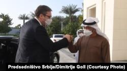 Predsednik Srbije Aleksandar Vučić pozdravlja se sa prestolonaslednikom UAE Mohamedom bin Zajedom el Nahjanom u Abu Dabiju (11. mart 2021.)