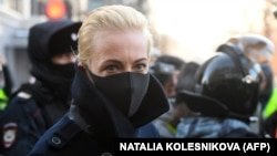 Iulia Navalnaia sosește la tribunalul din Moscova pentru a participa la procesul soțului ei Alexei Navalnîi
