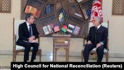 انتونی بلینکن وزیر خارجهٔ ایالات متحدهٔ امریکا و دکتور عبدالله عبدالله رییس شورای عالی مصالحهی ملی.