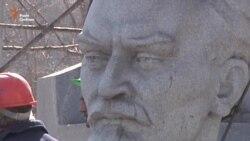 У Запоріжжі демонтували пам'ятник Дзержинському за технологією збереження його цілісності (відео)