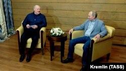 Аляксандар Лукашэнка і Ўладзімір Пуцін на сустрэчы ў Сочы 22 лютага 2021