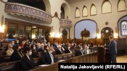 Sednicu su u znak protesta napustila dva odbornika Demokratskog saveza Hrvata u Vojvodini