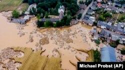 În Erftstadt-Blessem, Germania, râul Erft s-a revărsat și a cauzat distrugeri masive. Sâmbătă, 17 iulie 2021.