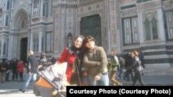 Мехри менен Сепидех Рим шаарында.