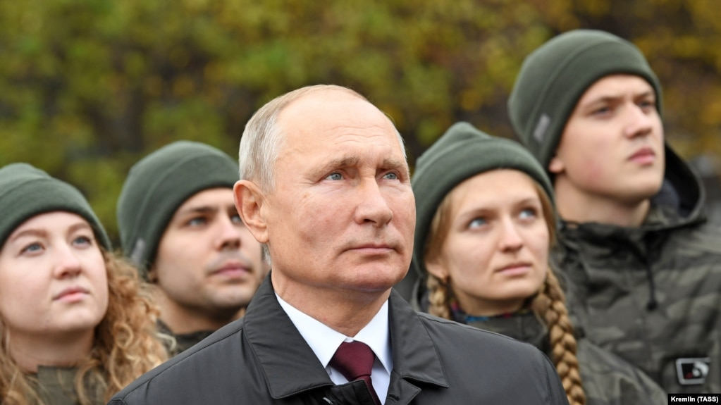 Russian President Vladimir Putin during the laying of flowers at the monument to Minin and Pozharsky on Red Square on National Unity Day.  Moscow, November 2, 2020