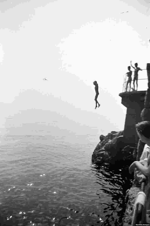 Дети на Адриатическом море недалеко от местечка Ловран в Хорватии, 1955 год.