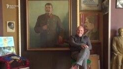 """""""Îmi spune că sînt fiul lui"""": omul care-l visează pe Stalin"""