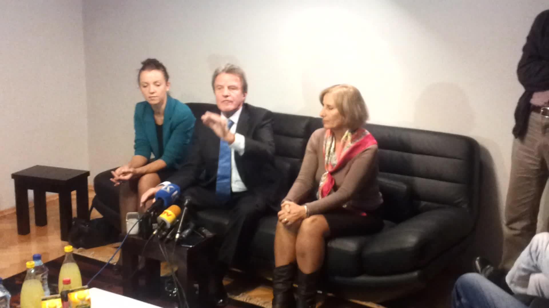 """Kouchner: Kurrë nuk kam dëgjuar për """"Shtëpinë e verdhë"""""""