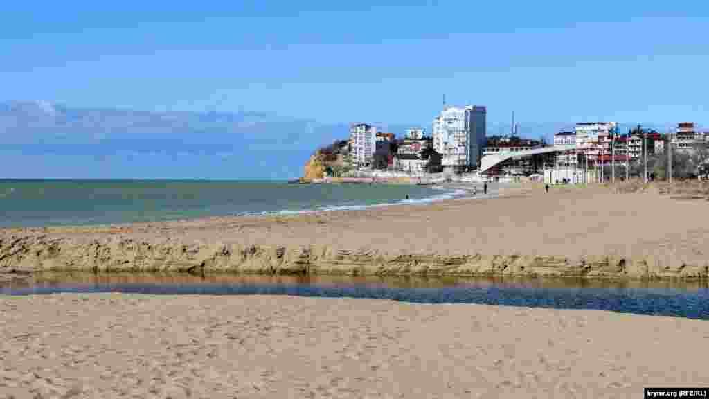 Краєвид на пляж біля гирла річки Кача, що впадає в Чорне море
