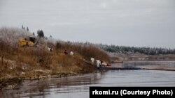 Уборка нефти в Усинске
