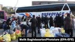 Тоолуу Карабактан келген армян качкындары. Ереван. 2020-жылдын 18-ноябры.