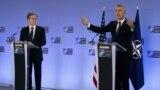 Secretarul general NATO Jens Stoltenberg (dreapta) și secretarul de stat american, Antony Blinken, la o conferință de presă, sediul NATO din Bruxelles, 23 martie 2021