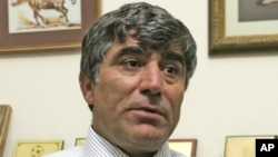 Hrant Dink was a vocal proponent of better ties between Turkey and Armenia, but had been convicted for writing about the mass killings of Armenians by Ottoman Turks during World War I.