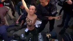 Femin hərəkatı fəalarının Parisdə etiraz aksiyası