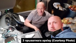 Бацька Аляксея Мілюкова — Алег Жалноў таксама зьехаў у Швайцарыю. Там працуе кіроўцам. Ладзіць прававыя трэнінгі для суайчыньнікаў на радзіме.