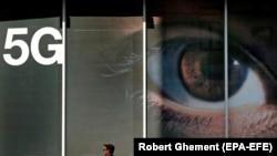 Рекламный баннер 5G в Румынии, архивное фото