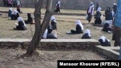 آرشیف، شماری از دانشآموزان دختر