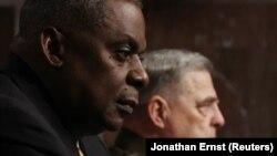 Sekretari i Mbrojtjes i SHBA-së, Lloyd Austin dhe shefi i Ushtrisë Amerikane, Mark Milley në një seancë dëgjimore në Kongres.