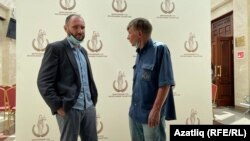 Югары мәхкәмәдә адвокат Алексей Златкин (сулда) һәм ТИҮ рәисе Фәрит Зәкиев (уңда)