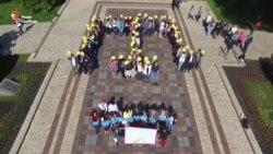 Київські студенти виклали тамгу в День пам'яті жертв депортації кримських татар (відео)